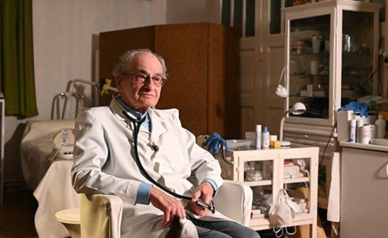 97 éves holokauszt túlélő doktor még mindíg gyógyít