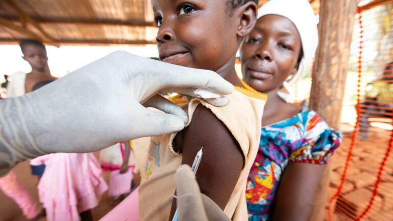 Harc a vakcina jogdíjakért