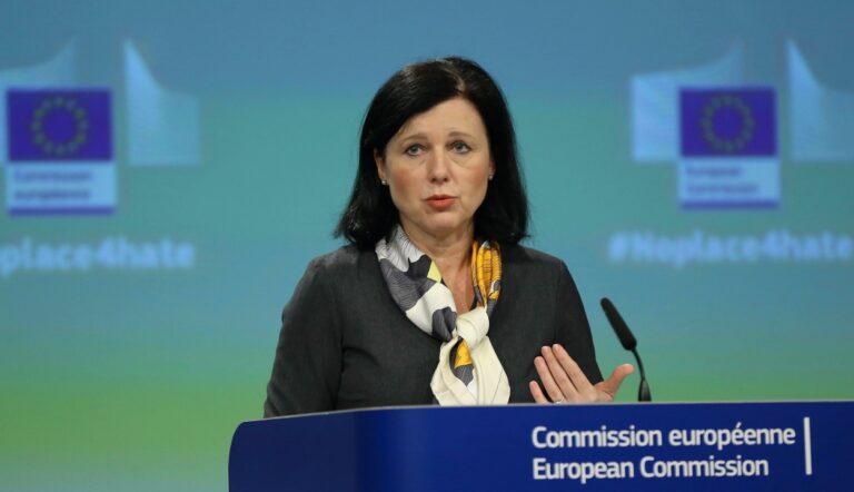 Jourova: letilthatják az uniós pénzeket