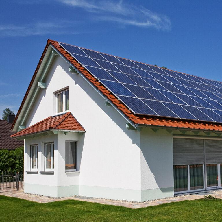 Hogyan segít egy napelemes rendszer telepítése?