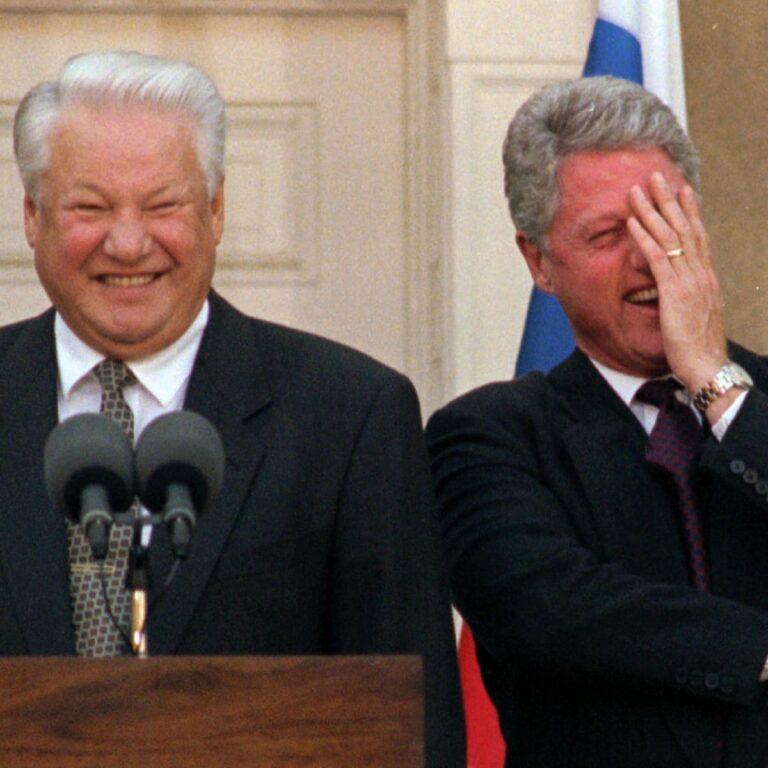 Jelcint CIA ügynökök irányították