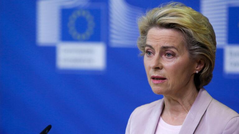 Ursula von der Leyen: teljesen elfogadhatatlan újságírók lehallgatása