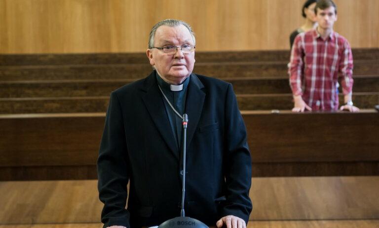 Pedofil ügyeket eltussoló érseket ítélt el a Vatikán
