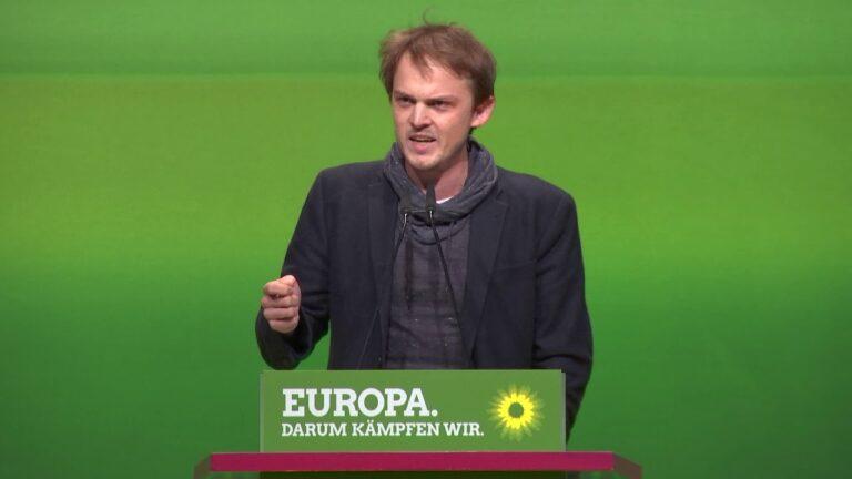 A zöld politikus, Marquardt megszervezi saját kabuli charterjáratait