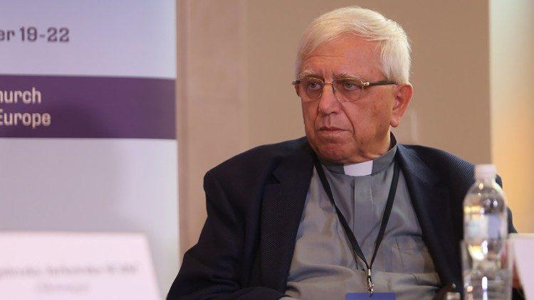 Veres András megyéspüspök és a varsói gyermekvédő konferencia