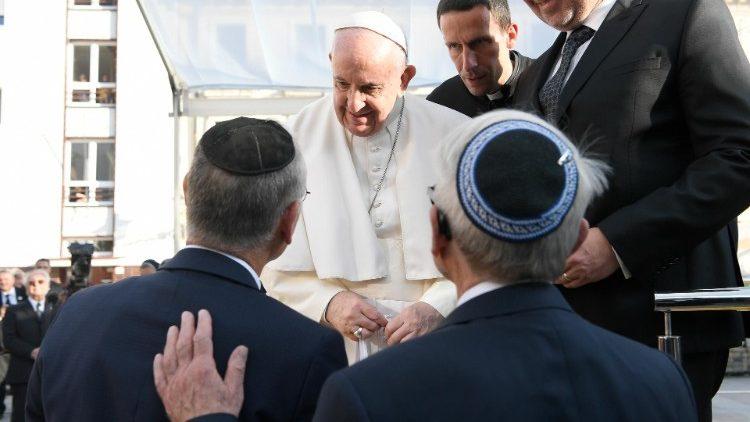 Ferenc pápa: a hit nem szolgálhat az elnyomás igazolására