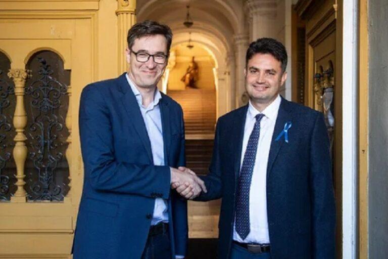 Ellenségének tekintik a magyar kormányt?